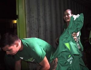 Grote hoeveelheden t-shirts en stickers werden onlangs uitgedeeld tijdens de officiele start van de verkiezingscampagne van AVP. Foto: Ariën Rasmijn