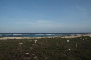 Santana di Cacho, de hondenbegraafplaats achter Baby Beach. Foto: Ariën Rasmijn