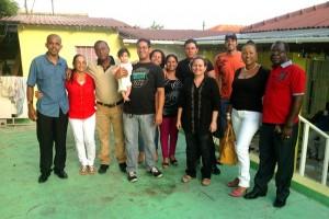 Cubanen in de tuin bij Ieteke Witteveen - foto: Dick Drayer