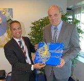 Gedeputeerde Burney el Hage en KLM-topman Peter Hartman Foto: OLB