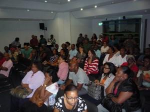 Ex-studenten bij een bijeenkomst van de Marilyn Alcalá Wallé Foundation