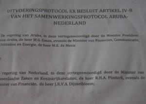Het in maart ondertekende protocol tussen Aruba en Nederland (detail). Foto: Ariën Rasmijn