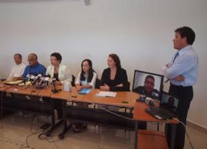 Leden van Comision Bon Boluntad, gisteren tijdens een persconferentie. Foto: Ariën Rasmijn