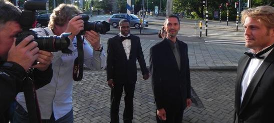 Acteurs Giovanni Abath, Paul Bazely en Mattijn Hartemink arriveren bij Tropenmuseum, foto: Jamila Baaziz