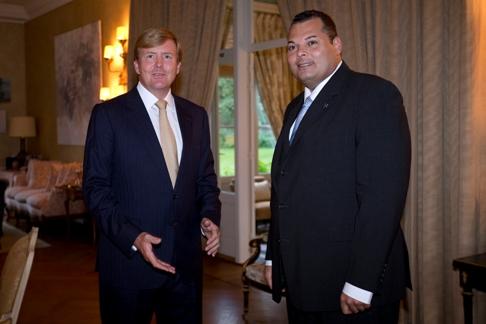 Koning Willem-Alexander met premier Asjes - foto: ANP ROYAL IMAGES EVERT-JAN DANIELS / BRONVERMELDING VERPLICHT / NO ARCHIVES / NO SALES