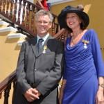 Peter van Leeuwen en Sandra in't Veld kregen in april een lintje opgespeld voor hun werk met SMOC - foto: Els Kroon