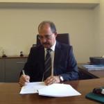 Gouverneur Refunjol ondertekent de Arubaanse screeningswet - foto: KABGA