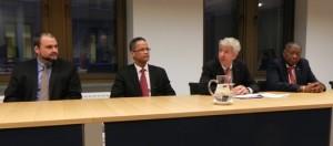 v.l.n.r. Chris Johnson, Burney El Hage, Ronald Plasterk en Reginald Zaandam bij persconferentie - foto: Jamila Baaziz