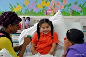 CliniClowns op Curaçao zorgen al vijf jaar voor een lach bij zieke kinderen - foto: Bea Moedt