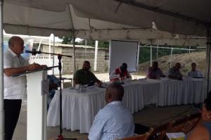 GreenTown en de vakbonden debatteren over de toekomst van raffinaderij Isla - foto: Leoni Leidel-Schenk