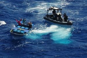 Actiefoto van de onderschepping - foto: ministerie van Defensie