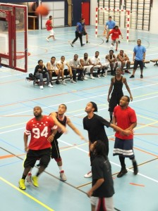 basketbal op Unity Movement Sports Day - foto: Jamila Baaziz