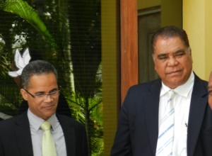 Burney El Hage en Ramoncito Booi tijdens de regiezitting van de Zambezi-zaak