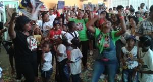 Coco wordt toegejuicht door honderden fans (foto: Elisa Koek)