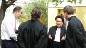 Overleg door de advocaten over de voortgang van de Zambezi-zaak - foto: Belkis Osepa