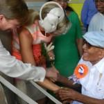 Tavio Sint Jago  verwelkomt het koningspaar - foto-Belkis Osepa