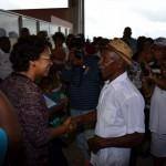 Tientallen Bonairianen wachtten Lydia Emerencia op - foto: Extra Bonaire