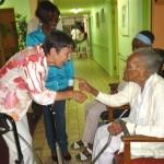 Staatssecretaris Klijnsma tijdens een bezoek aan Saba in juli - foto: The Daily Herald