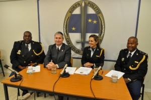 Officier Wingrove Baker, gezaghebber Jonathan Johnson, korpschef Hildegard Buitink  enhoofdinspecteur Jose Rosales - foto: Hazel Durand