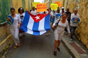 Demonstrerende Cubanen op weg naar Fort Amsterdam | Foto: Dick Drayer