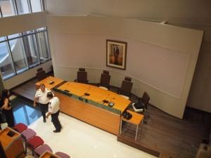 Het interieur van een van de zalen van het nieuwe gerechtsgebouw van Aruba. Foto: Ariën Rasmijn