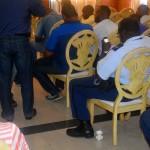 Agenten tijdens een vergadering onder werktijd - foto: Dick Drayer