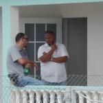 Rechercheurs tijdens inval - foto: Extra Bonaire