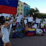 Venezolanen vragen aandacht voor de situatie in hun geboorteland - foto: Leoni Leidel-Schenk