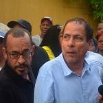 Eldon Sulvaran (l) en Chester Peterson tijdens een demonstratie tegen de Orde van Advocaten in februari  foto: Dick Drayer