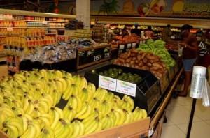 De groente-afdeling in de goedkoopste supermarket in St. Maarten - Sunny Foods. Foto Today / Leo Brown
