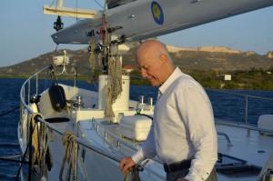 Wubbo Ockels op zijn schip 'Ecolution' in het Spaanse Water