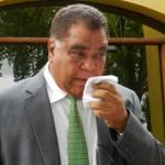 Een geëmotioneerd Ramoncito Booi na de vrijspraak - foto: Belkis Osepa