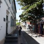 Een rustige straat in Philipsburg, naast de rechtbank - foto Hilbert Haar