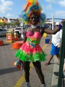 Een drag queen vergezelde de feestgangers naar het Riffort