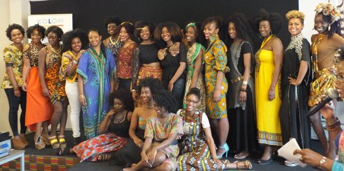deelnemers van Miss Black Hair verkiezing - foto: Jamila Baaziz