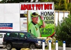 Niet iedereen heeft een gelukkige hand bij de plaatsing van politieke billboards. Adult Toy Box is een lokale sex shop. Foto Mary Smith