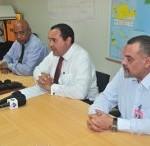 Gedeputeerde Winklaar, gezaghebber Rijna en wnd directeur BIA Laplace tijdens persconferentie Foto OLB