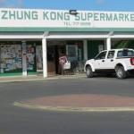 Chinese supermarkt die eind juli is overvallen Foto Belkis Osepa