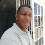 Voorzitter James Finies van Nos ke Boneiru Bèk foto Belkis Osepa