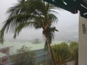De voorbode van de storm arriveerde maandagmorgen op Sint Maarten. Foto Today / Hilbert Haar