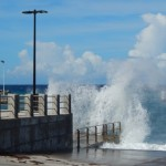 Hoog water bij Charles A. Woodley Pier - foto: The Daily Herald / Althea Merkman