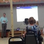 Belastingconsulent Jaap Rutger Kos geeft informatie aan zakenlieden op Saba