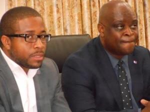 Minister Ted Richardson (r) met MP Romain Laville die hem benoemde in 2013. Foto Today / Hilbert Haar