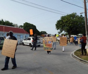 Statiaans protest tegen de huidige staatkundige status van het eiland - foto: The Daily Herald