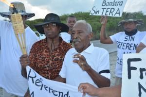 Chiro Emerenciana en andere deelnemers bij aanvang mars Foto: Extra Bonaire