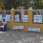 Aanzicht protestborden  foto Extra Bonaire