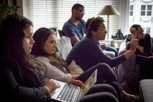 Vrijwilligers van Kiva Curaçao vergaderen in Leiden over hun lopende projecten voor hun achterban. - foto: John Samson
