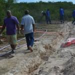Werknemers WEB voeren reparatie uit | foto Extra Bonaire
