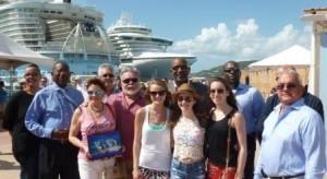 De Tharpe familie met Minister Connor en haven autoriteiten. Foto Port of St. Maarten