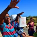 Eigenaar Bakhuis in discussie met de bewoners | Dick Drayer